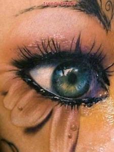 一款3D眼睛纹身图案非常的逼真