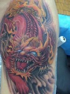 大臂传统凶猛的火麒麟纹身图案