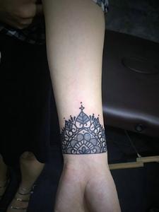 一部分的手腕梵花纹身图案