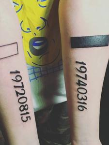 双手臂个性阿拉伯数字纹身图案