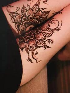 一组时尚派的女生海娜纹身图案