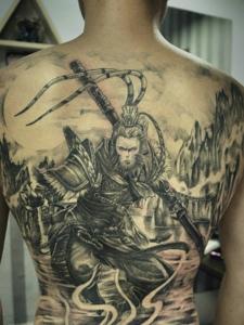个性顽皮的满背齐天大圣纹身图案
