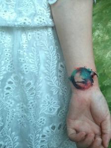 三款手腕色彩不一的水彩纹身图案