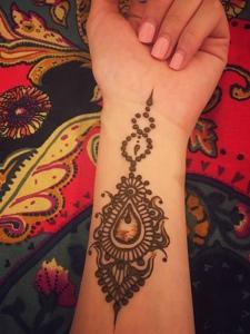 时尚而唯美的手腕海娜纹身刺青