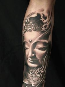 荷花与佛像一起的花臂纹身图案