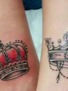 新时代腿部皇冠情侣纹身图案