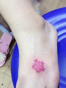 脚背小清新樱花纹身图案优雅高贵