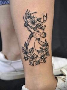 裸脚下新时尚小鹿纹身图案