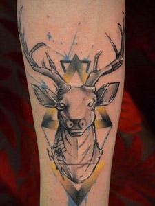 创意鹿图形手臂炫酷纹身