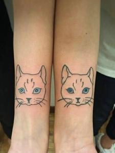手臂可爱萌萌的情侣小猫纹身图案