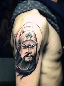 手臂帅气十足的经典关公纹身图案