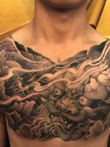 男士胸口传统唐狮纹身图案