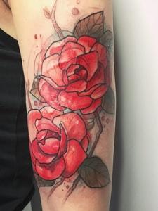手臂水彩山茶花遮盖纹身图案
