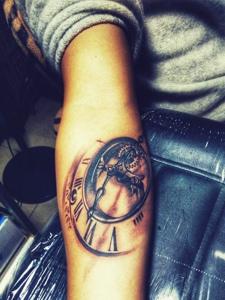 手臂个性有趣的机械纹身图案