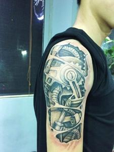 手臂经典机械设备纹身图案