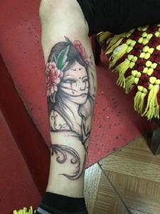 精致耐看的传统花妓纹身图案