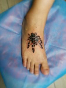 脚背一只3d小蜘蛛纹身图案