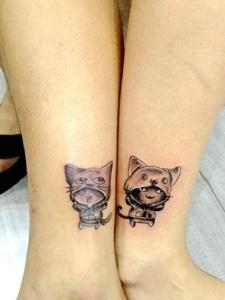 裸脚处一对可爱迷你小猫情侣纹身图案