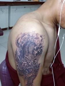 大臂经典麒麟纹身图案帅气十足