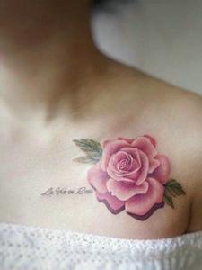 适合女生的胸前性感玫瑰纹身图案