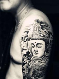 手臂老传统黑白佛像纹身图案