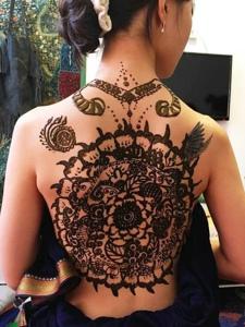 满背时尚好看的精美海娜纹身图案