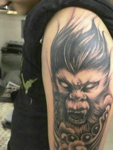 手臂美猴王纹身图案个性任性嚣张