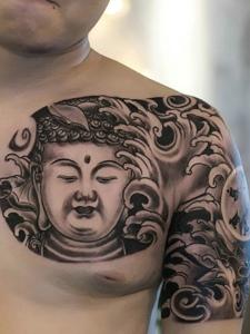 非常帅气的半甲佛像纹身图案