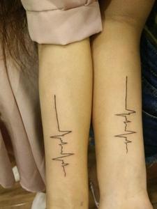 手臂情侣心电图纹身图案心心相印