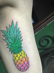 侧腰部看着就想吃的菠萝纹身图案
