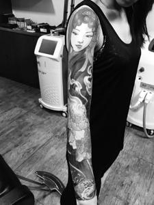 美丽动人的花臂经典花旦纹身图案
