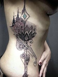 性感美女侧腰部时尚图腾纹身刺青