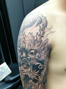 霸气的手臂经典邪龙纹身图案
