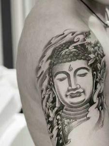 手臂黑灰佛像纹身图案魅力十足