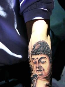 手臂经典十足的佛像纹身图案