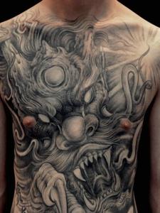 不同部位的大邪龙纹身图案一样很霸气