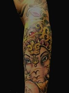 花臂新时尚彩色象神纹身图案