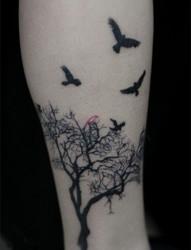 唯美的小鸟腿部纹身