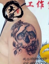 胳膊骷髅纹身