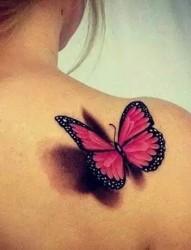 精致的蝴蝶纹身