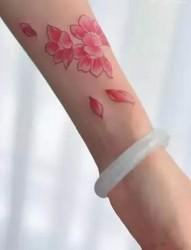 浪漫唯美的樱花纹身