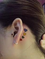 小清新耳后小纹身