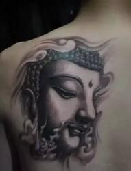 炫酷的肩背部佛像纹身