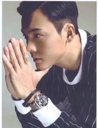 国民偶像陈伟霆的时尚手指纹身