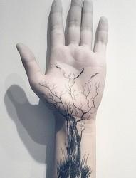 男士个性手腕部纹身