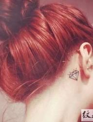 男女生耳后小图案纹身