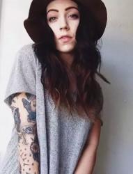 欧美女郎的花臂纹身