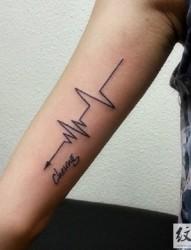 跳动的符号  心电图纹身图案