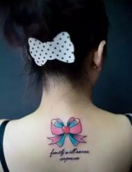 小小的蝴蝶结纹身图案