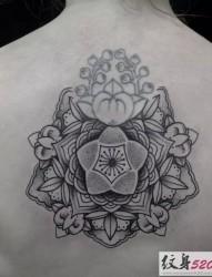 背部创意点刺纹身图案
